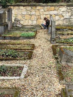 6a/b auf Spurensuche – Besuch des jüdischen Friedhofs im Stadtpark