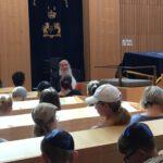 Judensteiner zu Besuch bei Rabbi Bloch in der Synagoge