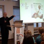 Pater Gerhard Lagleder aus Südafrika zu Besuch an der Realschule am Judenstein